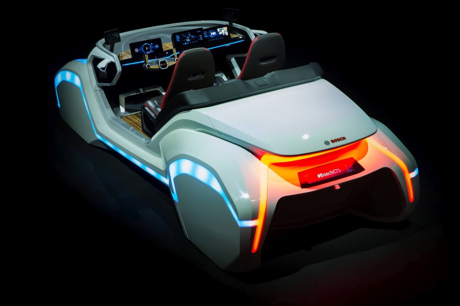 Connected Cars Konzept in Bosch Showcar auf CES 2017
