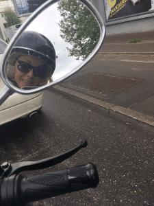 Der Helm kombiniert mit Sonnenbrille hat schon was