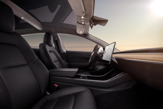 Quelle Tesla Model 3 - Interior Dash - Profile View