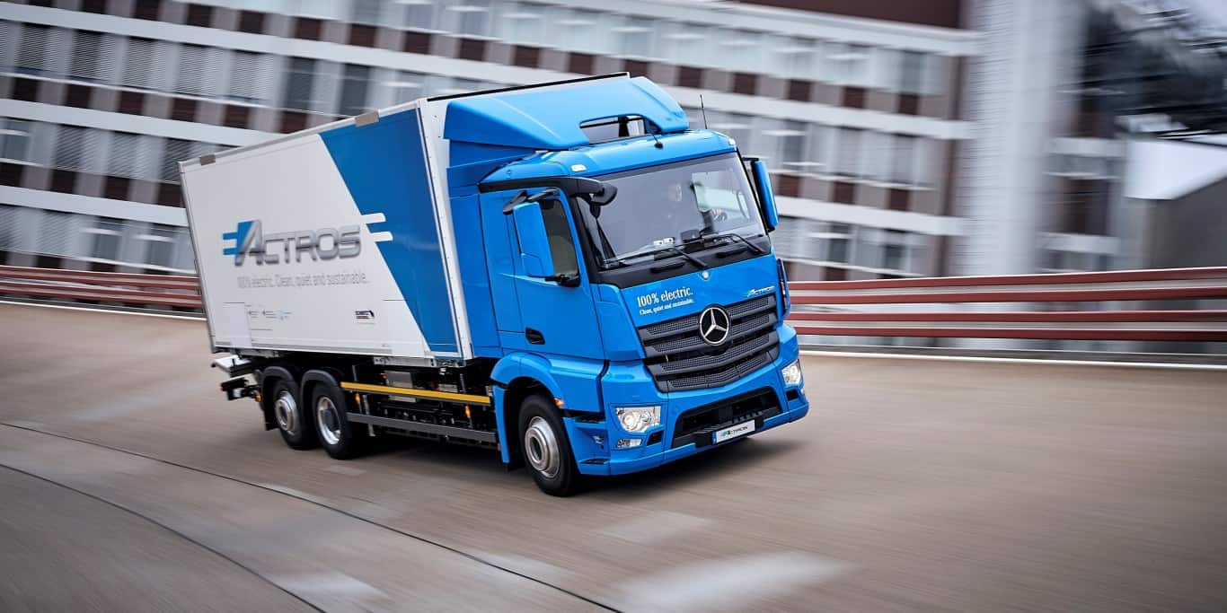 mercedes benz liefert die ersten 10 elektro lkw eactros. Black Bedroom Furniture Sets. Home Design Ideas