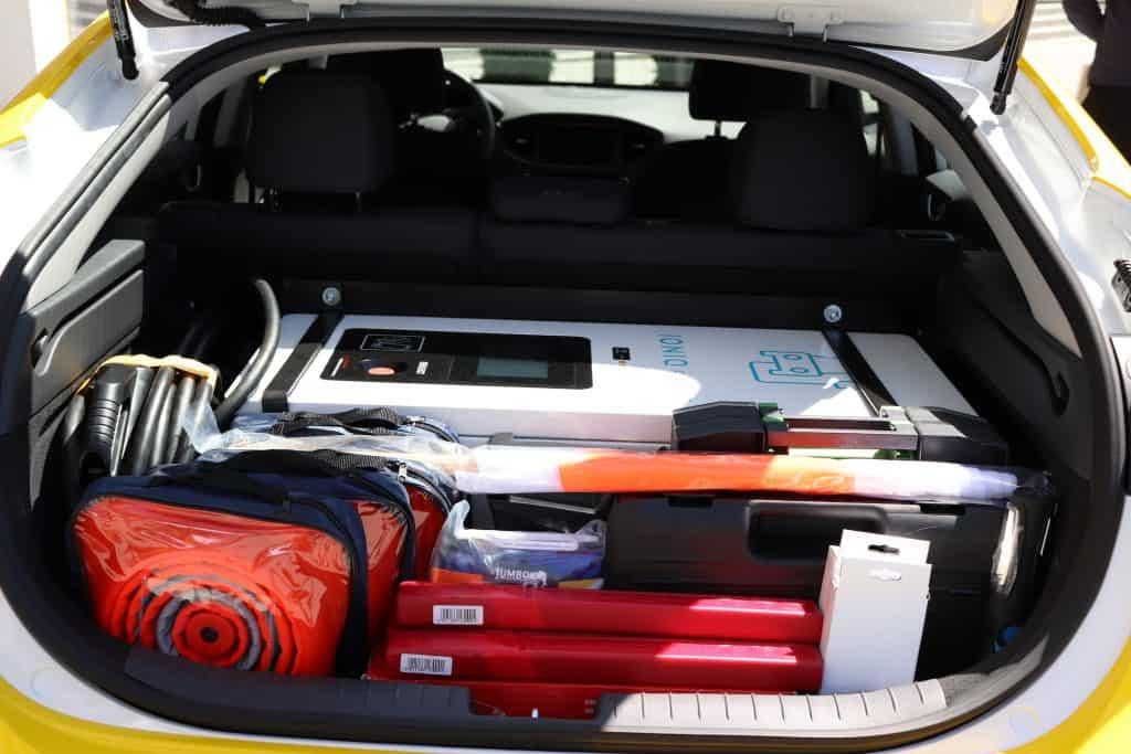 ADAC testet mobile Ladehilfen für Elektroautos per Vehicle-to-Vehicle Charging