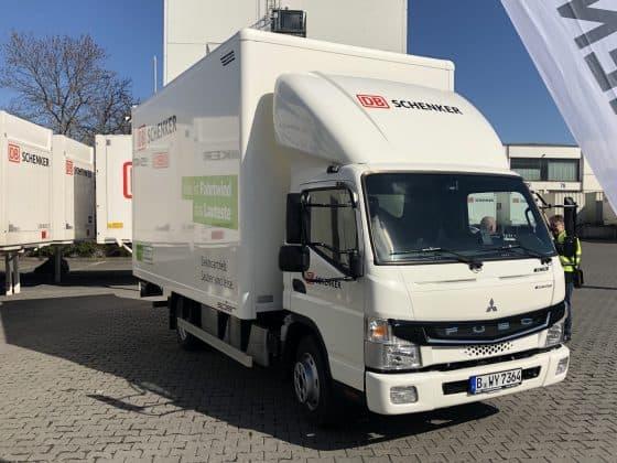 FUSO eCanter Elektro Lkw an DB Schenker übergeben