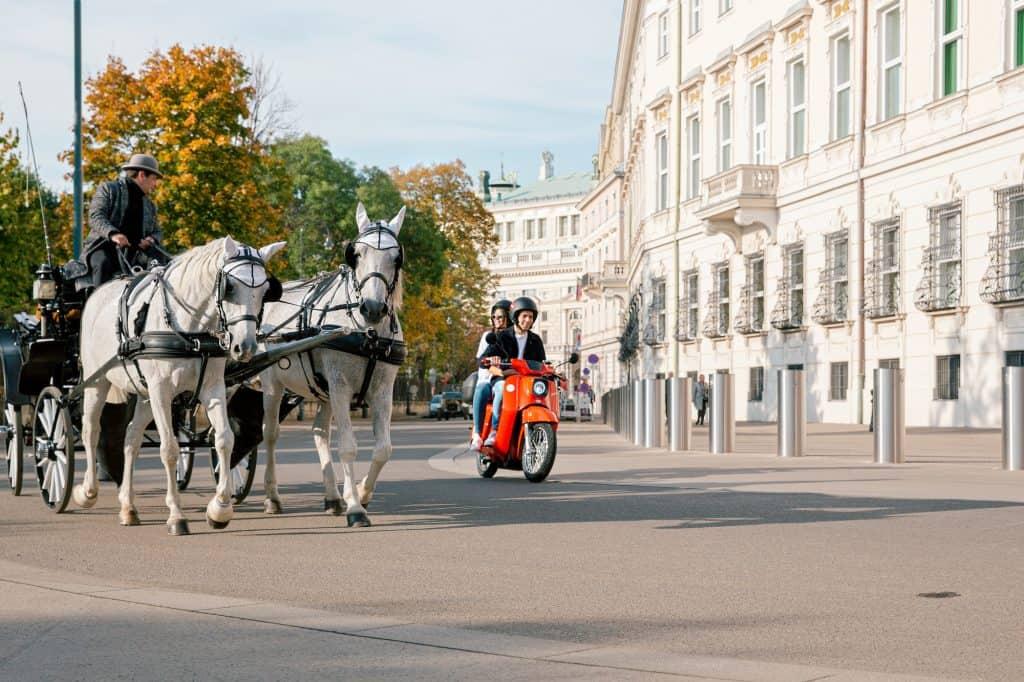 Emmy E-Mopeds fahren jetzt auch in Wien