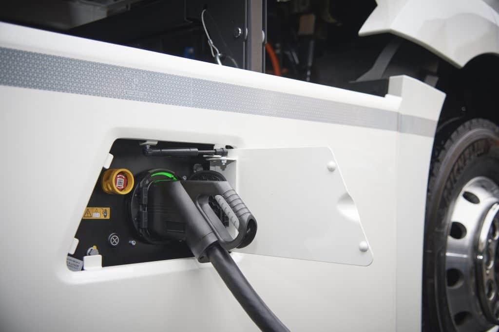 E-Mobility Group von Daimler Trucks & Buses zeigt den Wechsel zur elektrischen Flotte
