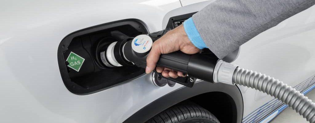 Bildrechte: Mercedes-Benz - der GLC F-CELL mit Wasserstoff betanken