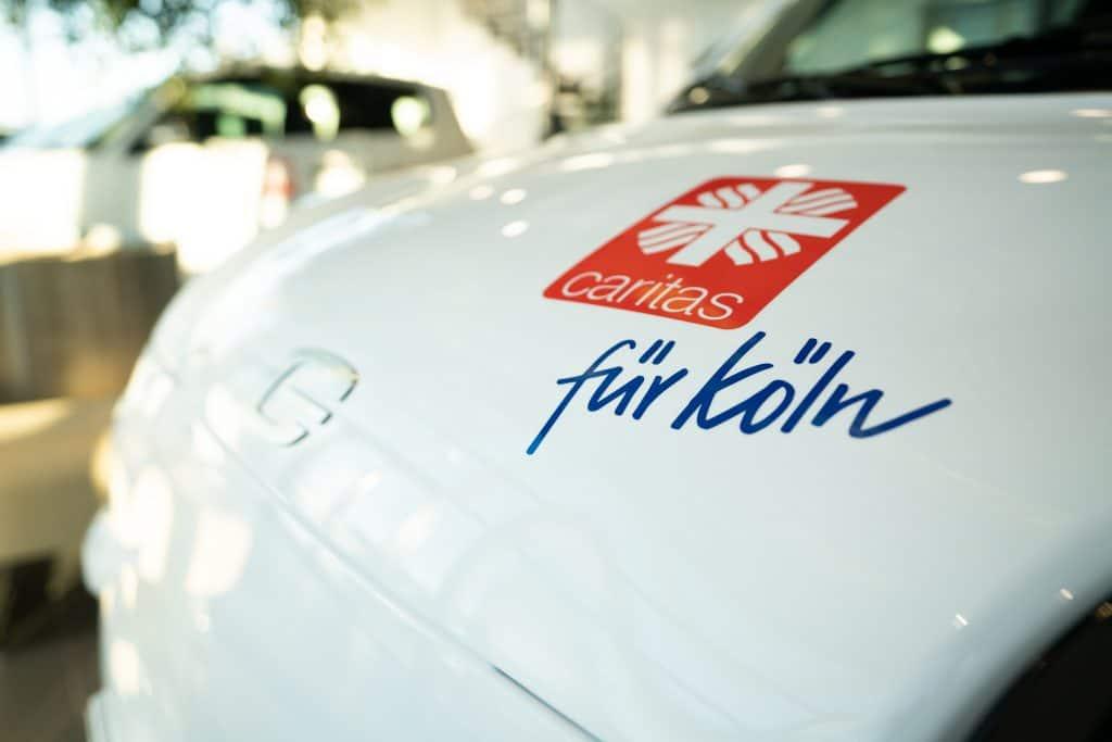 e.GO übergibt die ersten 5 Elektrofahrzeuge an die Caritas Köln