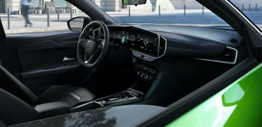 Opel Mokka in zweiter Generation mit dem Fokus auf 'e'