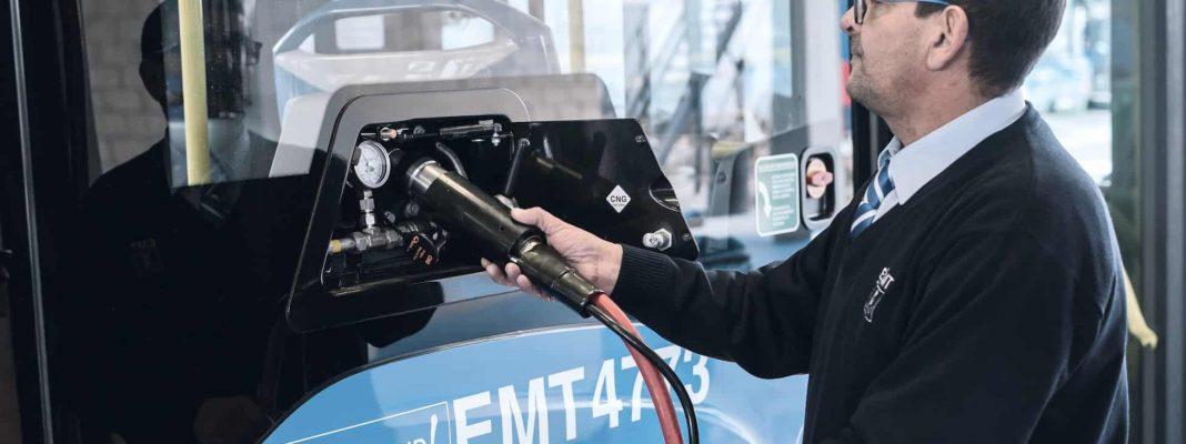 2016 hatte der Verkehrsbetrieb EMT aus Madrid bereits die ersten 82 Stadtbusse des damals neu vorgestellten Citaro NGT bestellt. Im Folgejahr orderte das Unternehmen weitere 314 Omnibusse. Zusammen mit dem aktuellen Auftrag fahren ab dem Jahr 2020 insgesamt 672 umweltfreundliche Citaro NGT in Madrid.