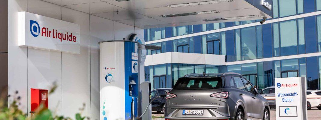 Bildrechte Hyundai: der Nexo an der Wasserstoff Tankstelle