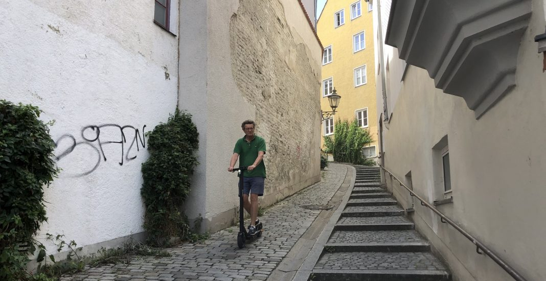 Bildrechte: Michael Brecht - E-Scooter Fahren in der Augsburger Altstadt