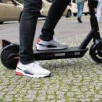 Sharing = Caring: Steigern Sharing-Angebote für E-Scooter die Akzeptanz von Elektromobilität?